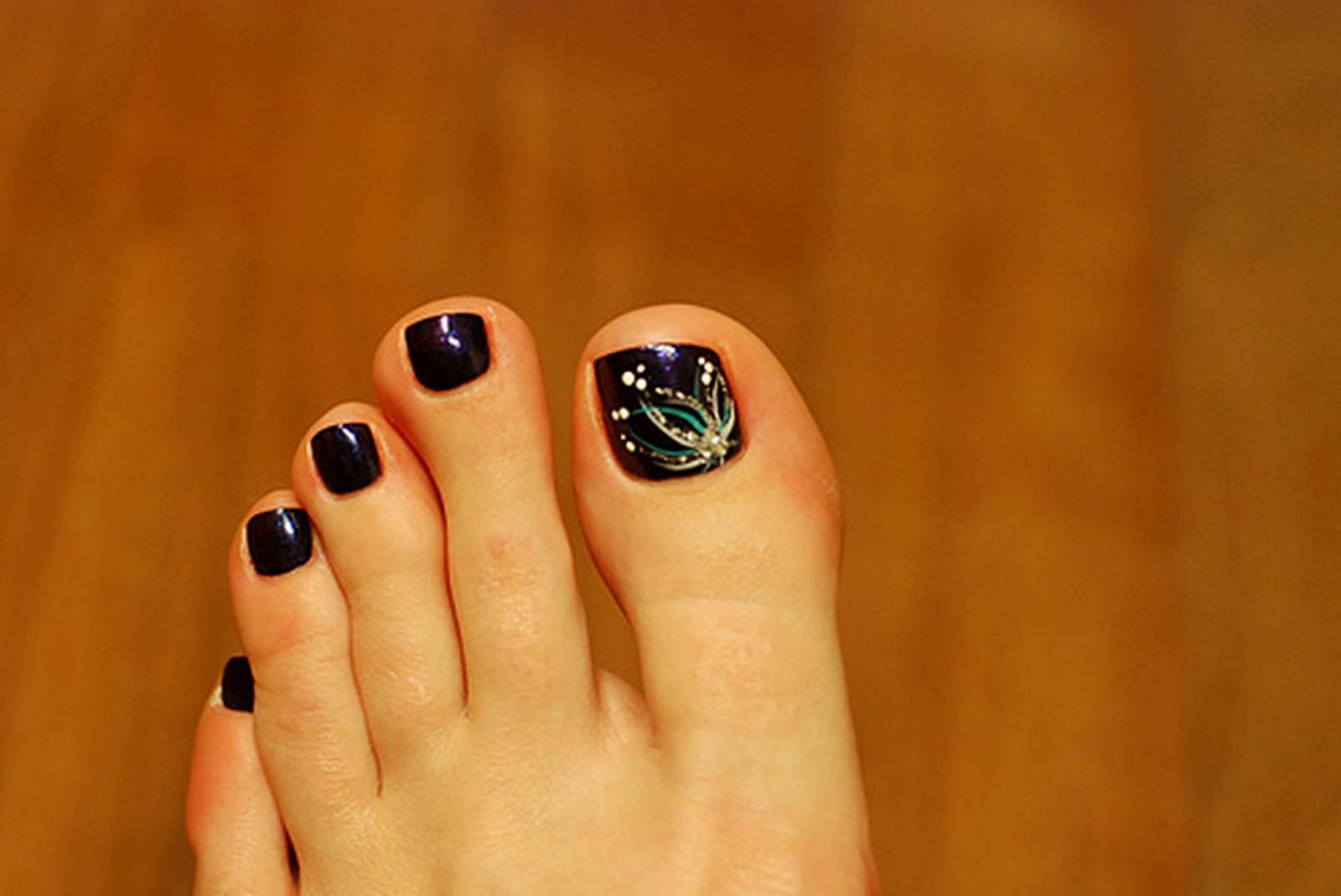 Фото рисунков на ногтях ног